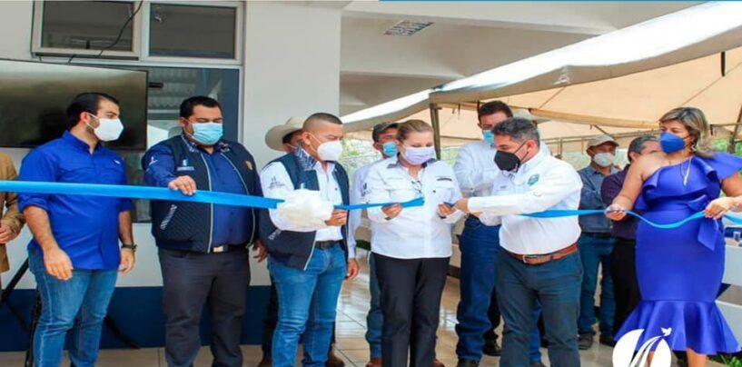 El señor Gobernador Departamental de Santa Rosa Obdulio Herrarte participa en la entrega de proyecto, INSTITUTO NACIONAL DE EDUCACIÓN DIVERSIFICADA, LINDA VISTA, CASILLAS
