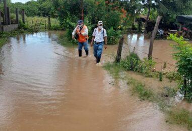Realizan evaluación en Aldea Santa Rosa, Chiquimulilla por inundación en viviendas, derivado del desbordamiento de la cuenca Los Esclavos